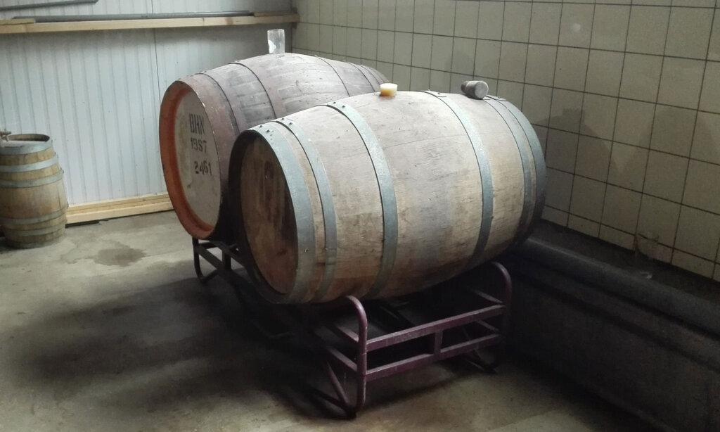 Twee vaten om bier in te agen