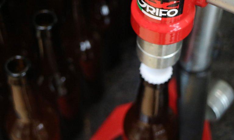 Het bottelen van bier