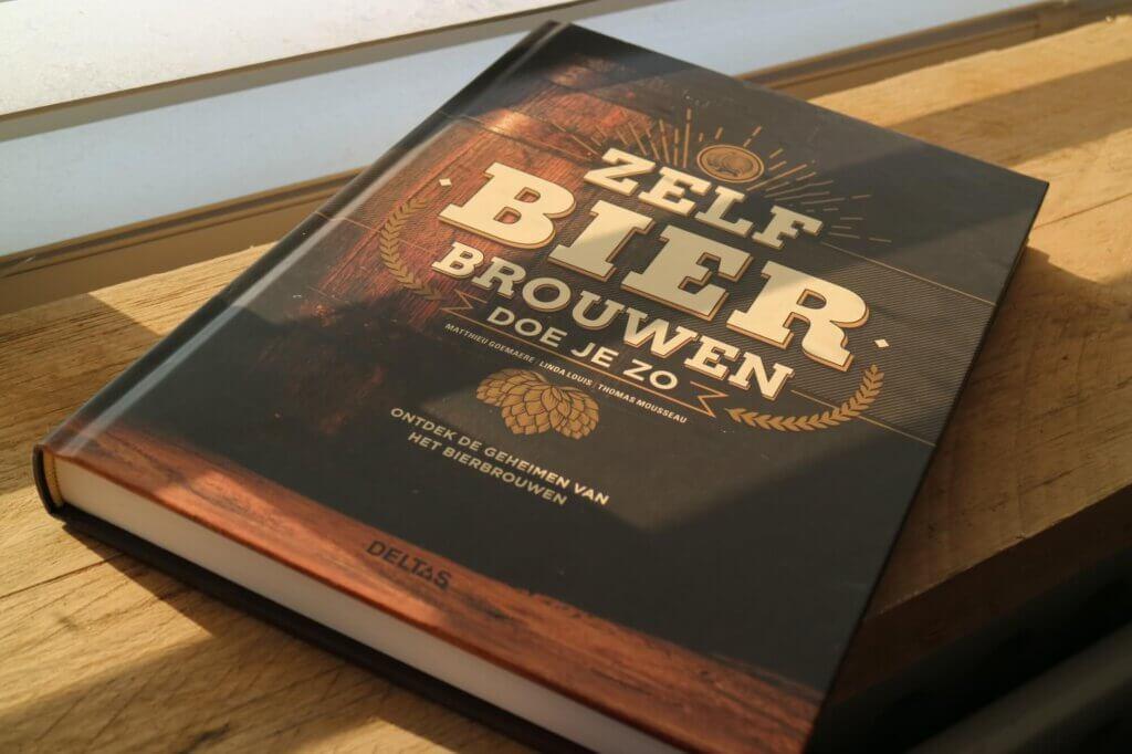 Voorkant van het boek: Zelf bier brouwen doe je zo.