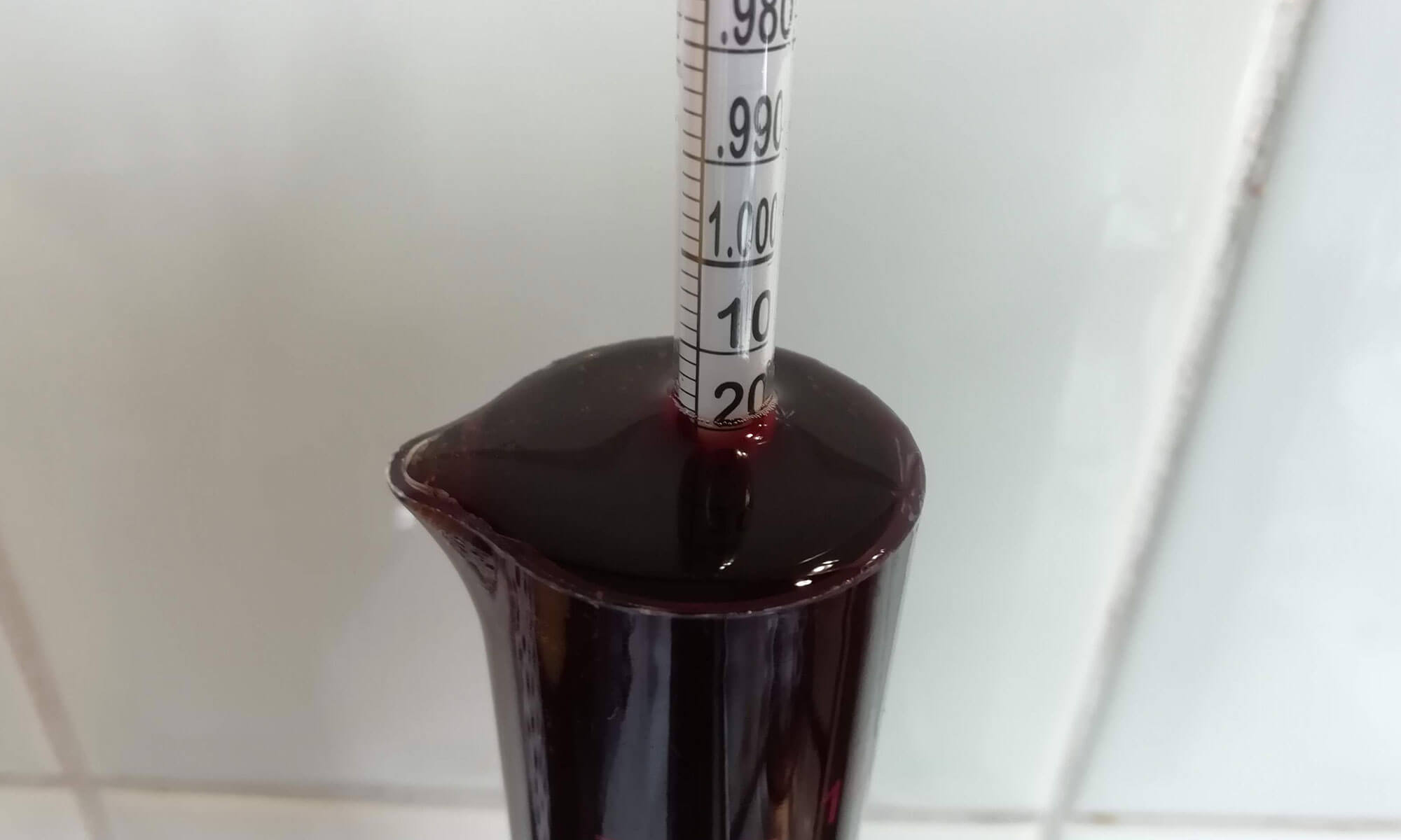 Met een hydrometer kunnen we het soortelijke gewicht bepalen