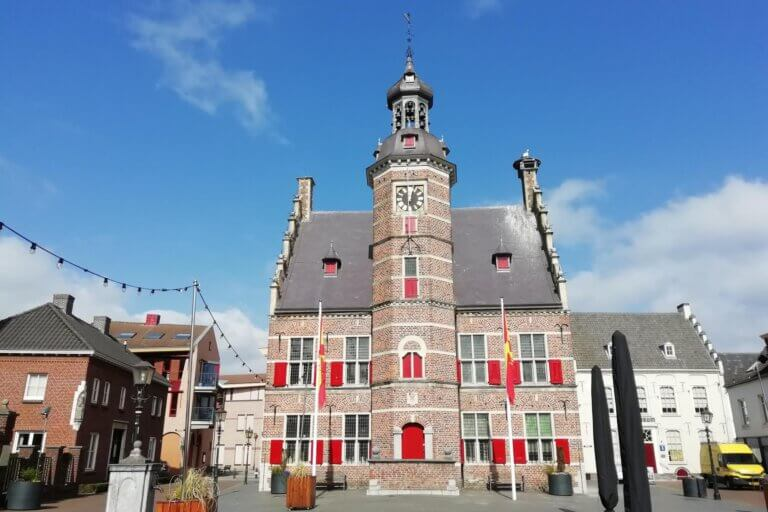 Het stadhuis van Gennep op de Markt